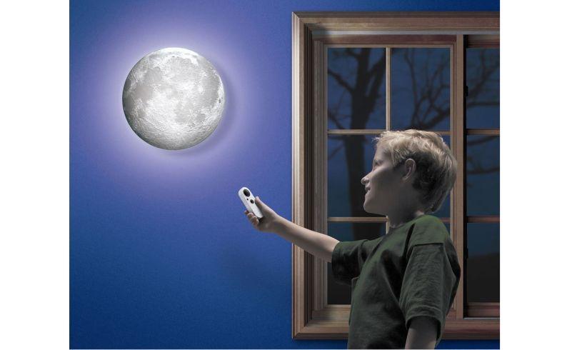 'Moon in my Room'