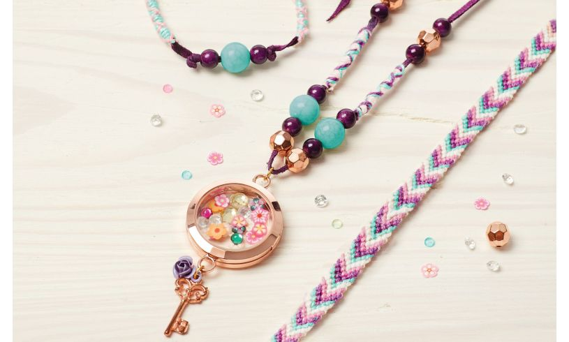 Make It Real - Floating Charm Locket' display