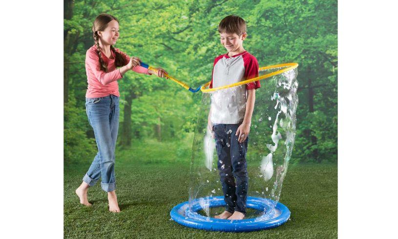 Kids make Colossal bubbles