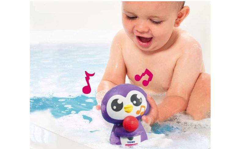 Tuneless penguin Tomy upright
