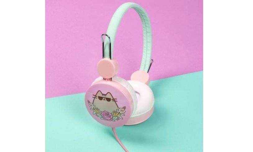 Pusheen headphones in use