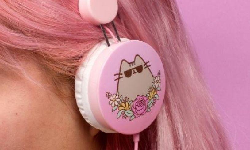 Pusheen headphones lifestyle