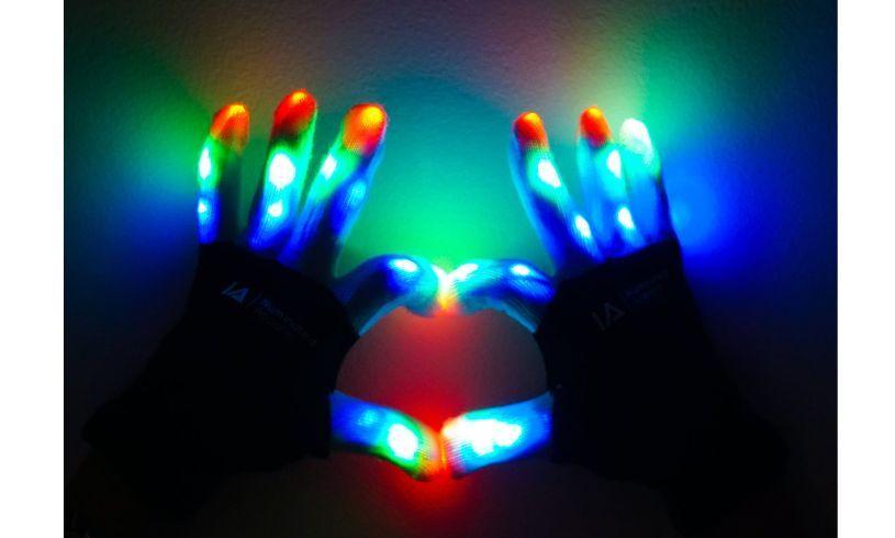 Illuminated LED light up gloves