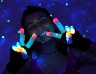 Led light up gloves
